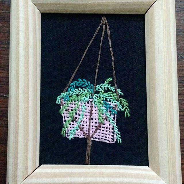 El helecho #embroidery #handembroidery #instaembroidery #stitchersofinstagram #instastitch #handmade #botanical #plant #handembroidery #embroideryartist #embroideryart #embroiderylove #bordadoamano #bordado #planta #helecho