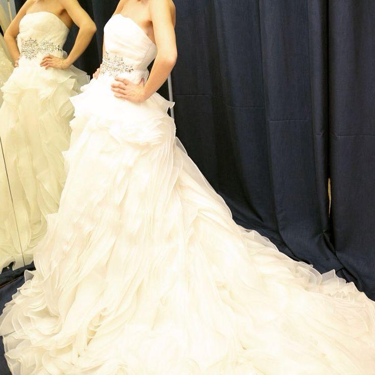 Роскошное платье со множеством нежных воланов и декором из кристаллов Swarovski - выбор истинных леди с безупречным вкусом!