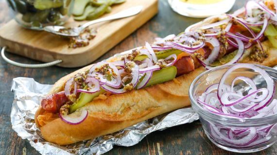 Хот-Дог с копчёными колбасками и тушёной капустой, пошаговый рецепт с фото