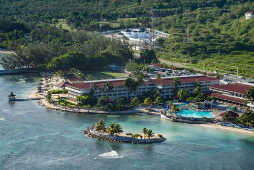 Montego Bay Hotels: Holiday Inn Resort Montego Bay All-Inclusive Hotel in Montego Bay, Jamaica