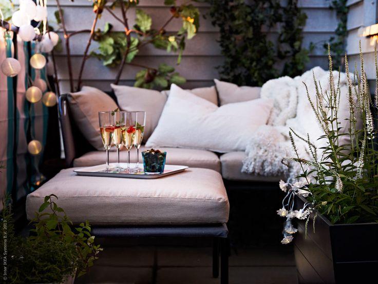 Dinner on the balcony: Photo via IKEA 'Livet Hemma' blog #ikea #balcony