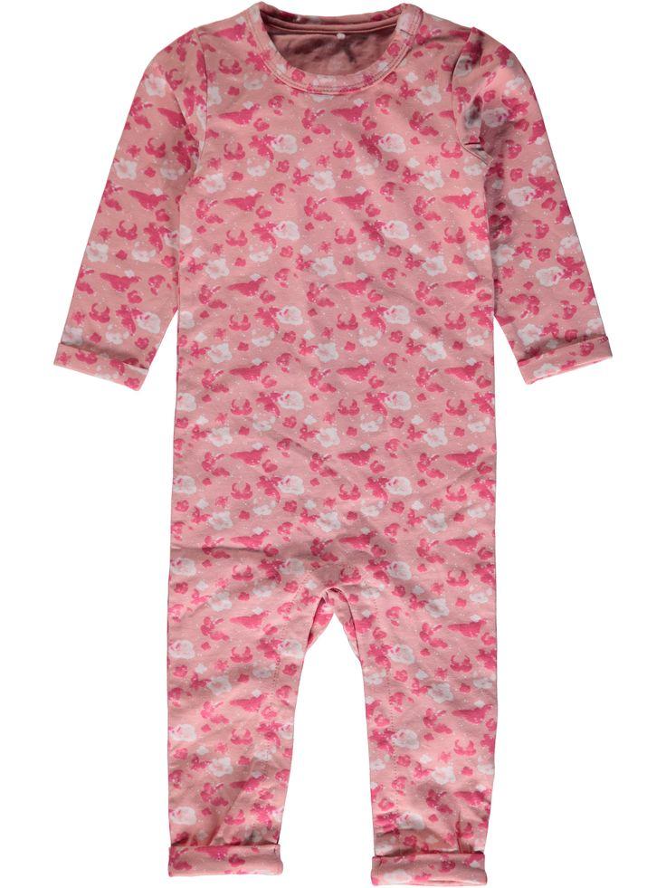 Bodysuit - kruippakje NITJAO van het merk Name-it Dit is een Roos kleurig kruippakje zonder voeten. Voorzien van een donker blauw met roze print en een drukknoop sluiting op de schouder en tussen de benen.