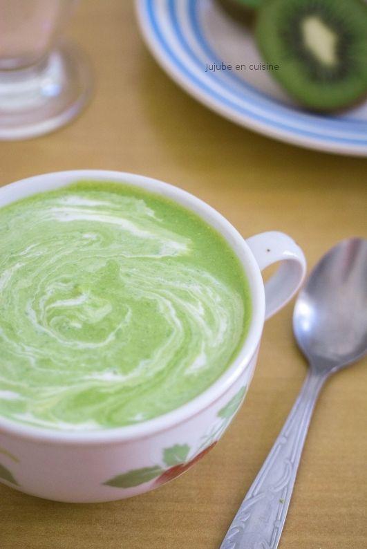 Velouté de brocoli et petits pois (et crème de noix de coco)