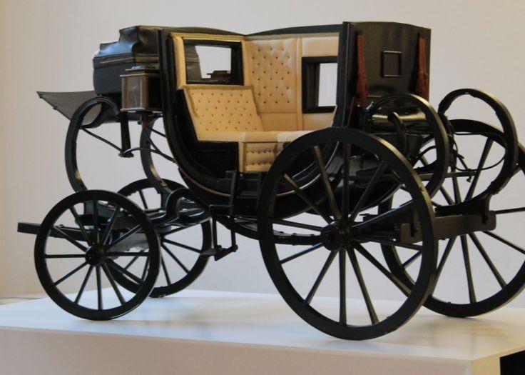 Modello in scala 1:3 di carrozza berlina del 1800 realizzata per il Museo della Carrozza di Macerata ed attualmente esposto .