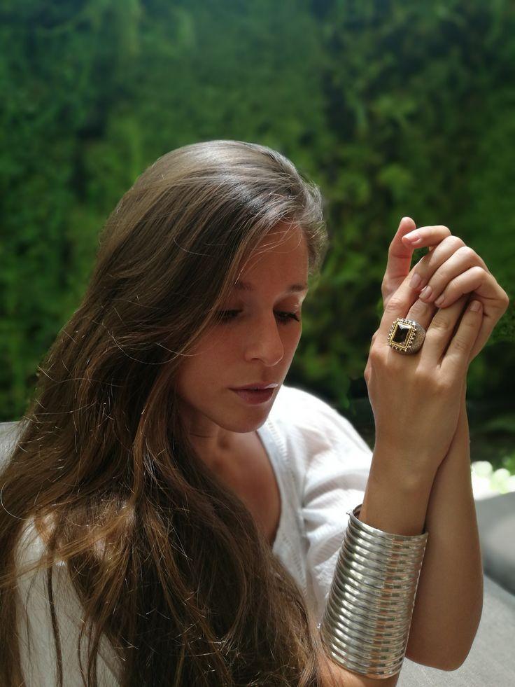 ARTE EN VIVO: Joyas para lucir este verano.  Producción © Libro Santiago Elegante / Locación: Hotel Intercontinental Santiago   #SantiagoElegante_ArtenVivo #ArtenVivo #CobresdeVitacura #Artesanias #Joyas #SantiagoElegante_Intercontinental #HotelesSantiago