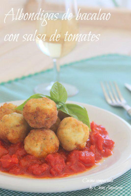 Albondigas de bacalao con salsa de tomates