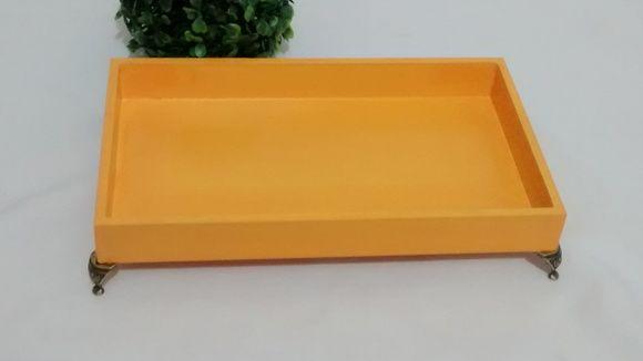 Bandeja Decorativa Amarela Pés Metal