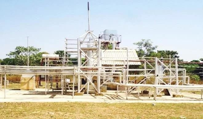 GOOD NEWS Students in Kaduna build oil refinery - photo   The department of chemical engineering of the Ahmadu Bello University (ABU) Zaria has built a refinery with a capacity to process one barrel of crude oil per day.  The refinery built by ABU Chemical Engineering students. Photo credit: Daily Trust  However the refinery would be used mainly for the training of the students team leader of the project Professor Ibrahim Ali Muhammad Dabo told Daily Trust. Dabo however stated that the…