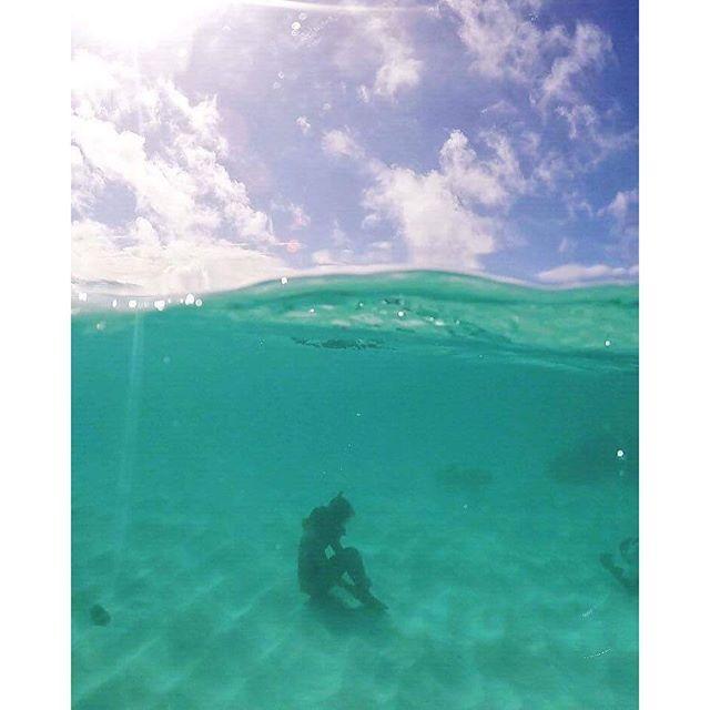 【sirena.island.bijoux】さんのInstagramをピンしています。 《🐚 Thinking time...⚓︎ ✴︎ いい歳なのに 昨夜騒ぎ過ぎました ✴︎ 反省 ✴︎ でも久しぶりにお腹がツルぐらい笑った ✴︎ ✴︎ #okinawa #miyakojima #miyakoisland #skindiving #sealife #laugh #smile #girlsjustwannahavefun #thankyou #japan #gypsy #waterlife #summer #sunshine #ohana #宮古島 #沖縄 #昨夜騒ぎすぎてお店の方ごめんなさい #息抜き #宮古チーム集結 #意外な一面 #素潜り #ありがとう #島暮らし #海 Mahalo 📸 @uloulo_macaron_beats》