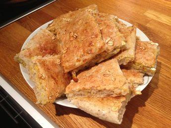 Minulla oli mennyt vanhaksi paketillinen Semperin puhdaskaurahiutaleita ja päätin tehdä niistä leipää - enää piti löytää resepti. Pienen Googlailun jälkeen Ruokamenot-sivustolta löytyi superhelpot...