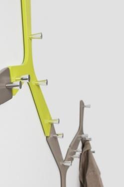Branch - Accessoires | Ceka Office Group kantoorinrichting.  Branch is de wandgarderobe uit de nieuwe Nature-serie. Een garderobe-element bestaat uit gelakt MDF welke is voorzien van vijf gepolijste aluminium ophangknoppen. Met Branch creëer je in een handomdraai een eigen garderobetak aan de muur. Het aantal elementen en de combinatie van vorm en kleur bepaal je zelf: het ziet er altijd goed uit.  Kijk op www.ceka-office-group.nl voor meer informatie.
