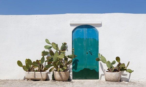 Ciao tutti! Met onze verhalen laten we je graag elke dag even naar Italië reizen. Afgelopen week deelden we prachtige plekken in Puglia, van Alberobello tot Locorotondo, en vertelden we je welke tien gerechten uit de keuken van Puglia zeker geproefd moeten worden tijdens een vakantie in Puglia. Vandaag zorgen we ervoor dat je vanaf nu elke ochtend kunt beginnen met een prachtig plaatje van Puglia op je scherm, met vijf kleurrijke wallpapers. Van het sprookjesachtige Polignano al Mare tot een…