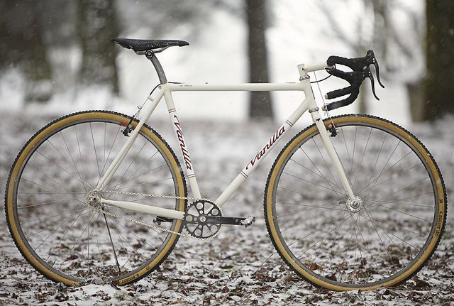 Vanilla Cream Cross Bike | Flickr - Photo Sharing! Makes a difference when the frame is all white and the striping / bands are thin and only two per band: not too dominant.