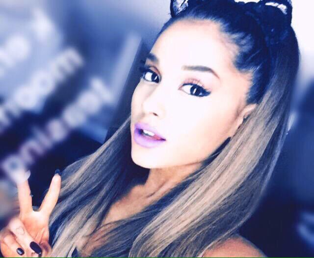 143 Best Images About Ariana Grande Selfie On Pinterest
