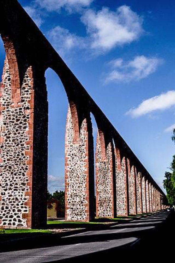 Aqueduct of Querétaro, Querétaro, México. Built in XVIII century by Don Juan Antonio de Urrutia y Arana, Marqués de la Villa del Villar del Águila as a love proof to Sor Marcela, a Capuchin nun.