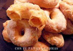 Con tu pan te lo comas: ROSQUILLAS DE AIRE - 250 ml. de aceite de girasol - 250 ml. de agua - una pizca de sal - 250 gr. de harina - 6 huevos - azúcar para rebozar