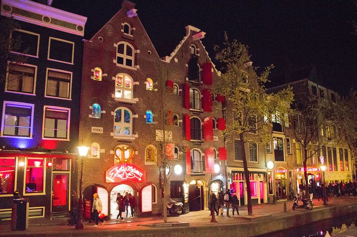 Quartier rouge Amsterdam Red lights district in Amsterdam www.thefrenchieabroad.com #amsterdam #netherlands