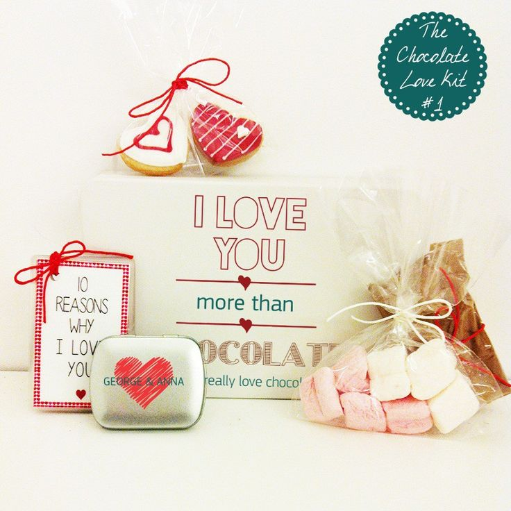 """The Chocolate Love Kit No1 - Eνα υπέροχο δώρο για το ζευγάρι που περιλαμβάνει, Σακουλάκι με σοκολάτα ρόφημα Cadbury, Σακουλάκι με λαχταριστά marshmallows, Δύο valentines μπισκότα-καρδιές, Τσίγκινο προσωποποιημένο κουτάκι με τρούφα, Kάρτα-Τράπουλα """"10 Reasons why I love you"""" για να του/της γράψετε τους 10 λόγους που τον/την αγαπάτε περισσότερο κι από την ίδια τη σοκολάτα!"""