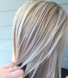 Dimensional honey blonde and platinum white blonde healthy shiny hair by Emily Field @emilyfieldhairdesign More