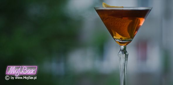 MANHATTAN PERFECT Wyważony: american bourbon whiskey - 60ml, wermut wytrawny - 15ml, wermut słodki - 15ml, angostura bitter - 2dash  Przepisy na drinki znajdziesz na: http://mojbar.pl/przepisy.htm