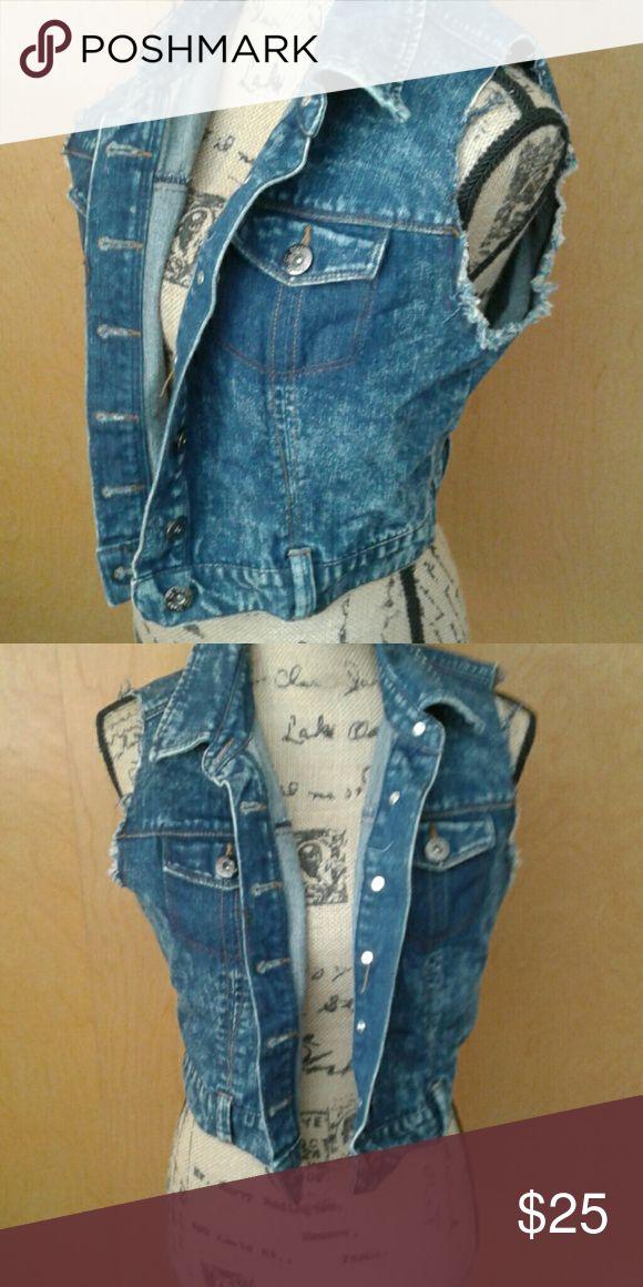 Navy blue short sleeve Jean jacket Doesn't fit me Ci sono Jackets & Coats Jean Jackets
