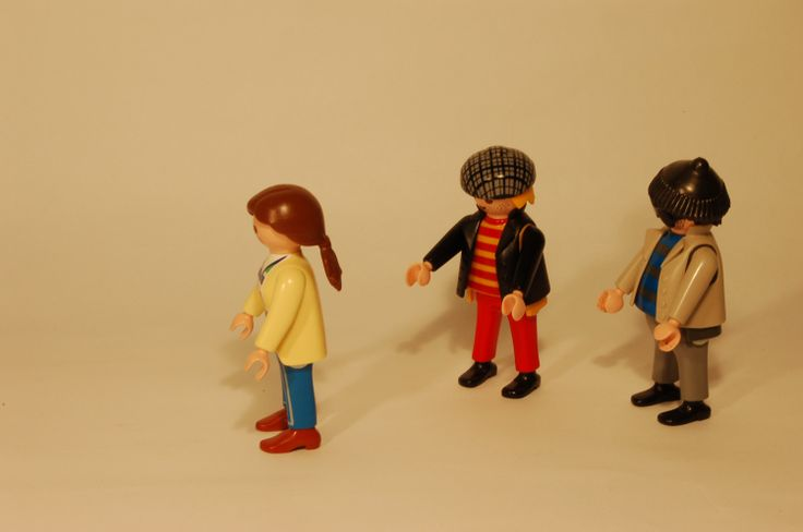 Pete & Rob fancy this brunette Playmobil® lady and are trying to get her attention. No worries: In the end they behave like real men!
