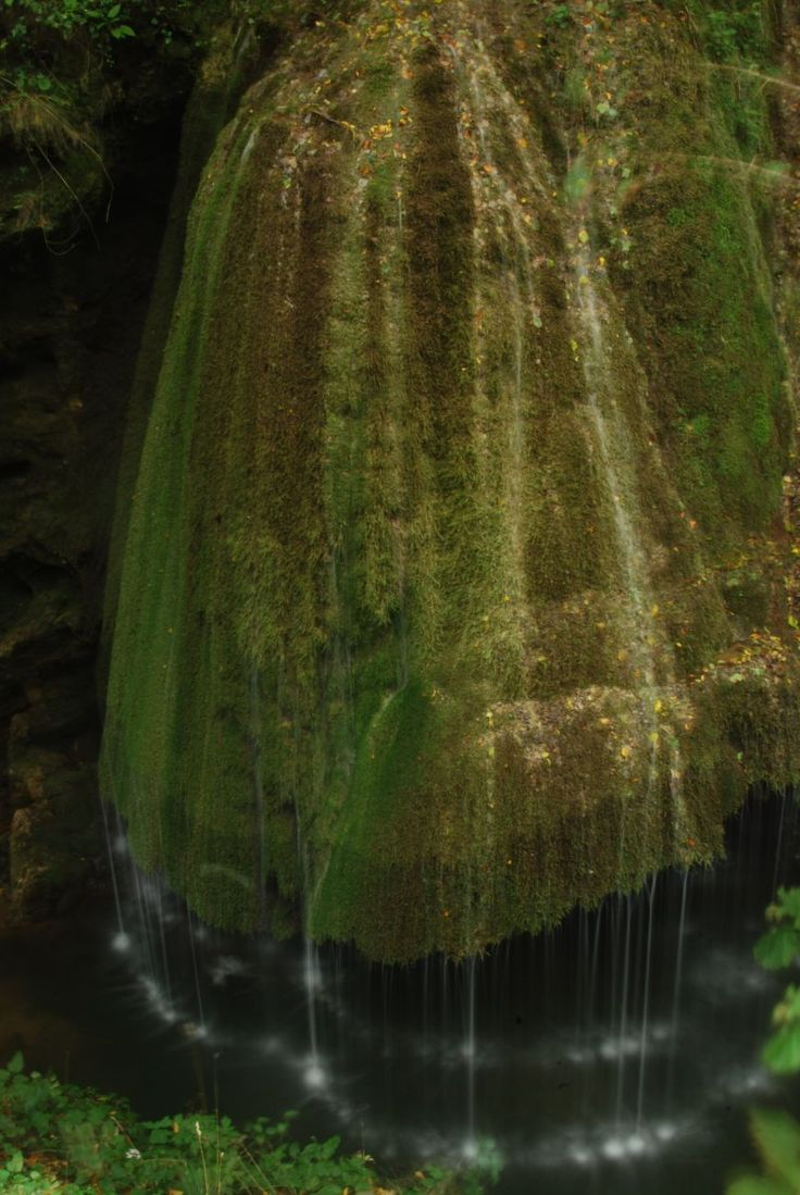 Source: http://only-romania.com/2013/01/bigar-waterfall/