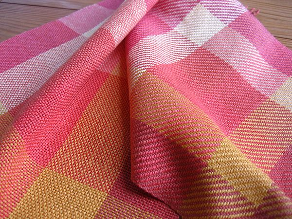 Learn how to make a color gamp to see how any set of colors interact in plain weave, twill and more before beginning your next standout project. Warp!