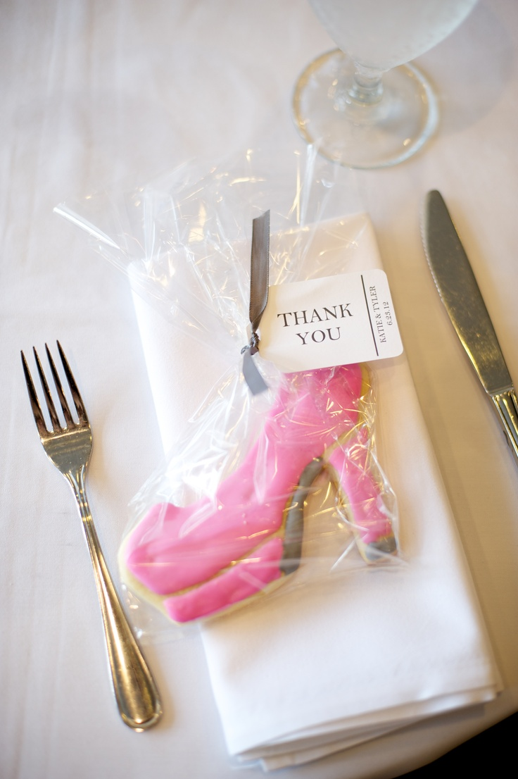 Wedding favor for guest shoe cookie photography by jen and jody