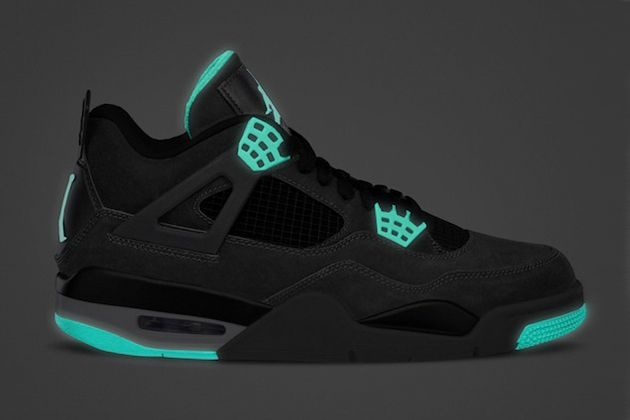 You'd be the coolest guy at the gym if the lights went out. Air Jordan IV Retro Green Glow