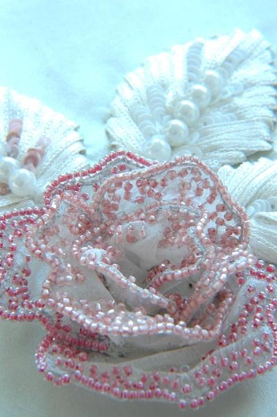 Fiore ricamato con la tecnica Lunèville con uncinetto. (Hook embroidery) Broderie de Lunèville www.scuoladiricamoaltamoda.it