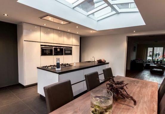 Hoogglans keuken (ijswit).