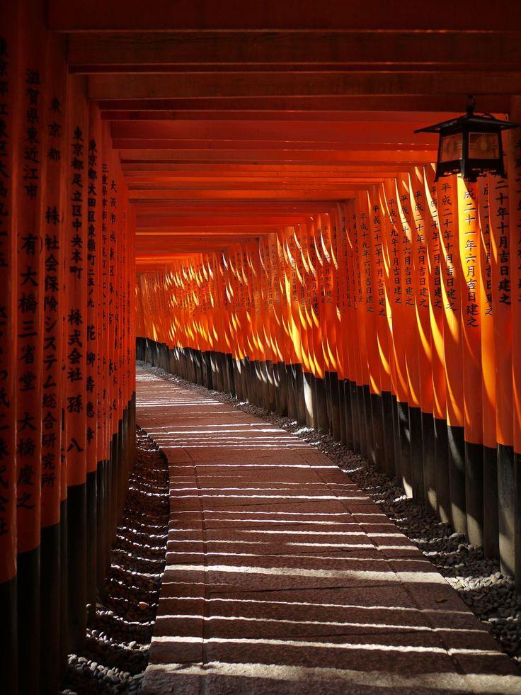 初詣ランキング上位常連の京都伏見稲荷大社。圧巻の千本鳥居まで足を運んでみよう。 | 京都府 | Travel.jp[たびねす]