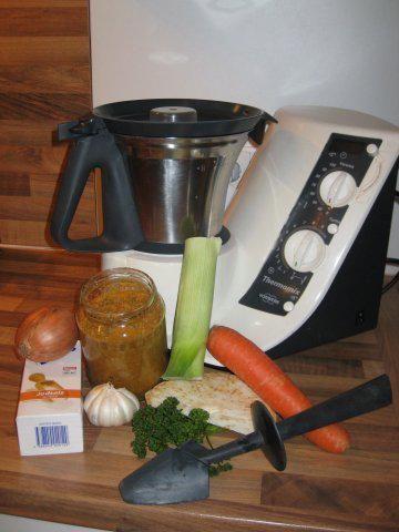 Das perfekte GEMÜSEPASTE zu verwenden wie gekörnte Brühe-Rezept mit einfacher Schritt-für-Schritt-Anleitung: Das Gemüse waschen, putzen und grob…