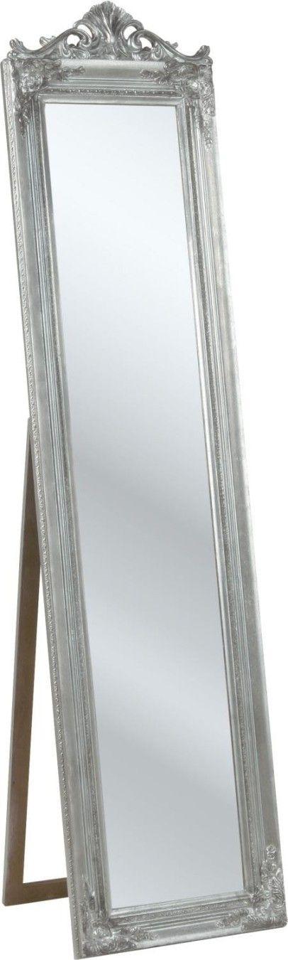Eleganter Standspiegel mit barockem Flair Dieser edle Standspiegel ist selbst für lange Kerle als Ankleidespiegel geeignet, denn dieses Prunkstück ist sage und schreibe 1,80 m hoch. Der Holzrahmen mit silbernem Antik Finish macht sich im Schlafzimmer ebenso gut wie im Flur. Ein charmanter Blickfang mit sicherem Stand. Der Rahmen des Spiegels ist mit feinen Ornamentverzierungen …