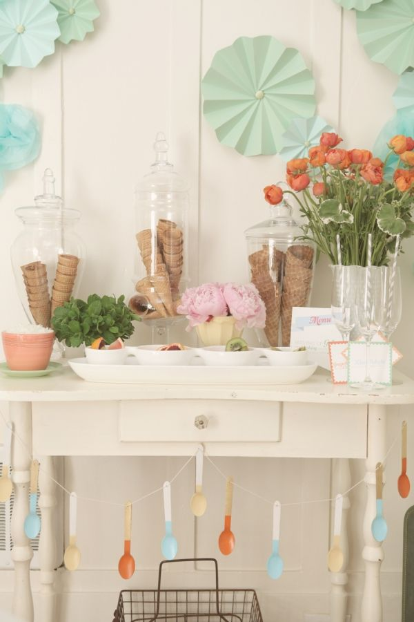Love the ice cream cones in jars and the painted spoon garland!