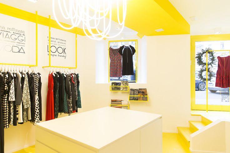 #viasantasofia #milano #labitino #easychic #labitinoeasychic #store #yellow #giallo #vestito #abbigliamento  #dress