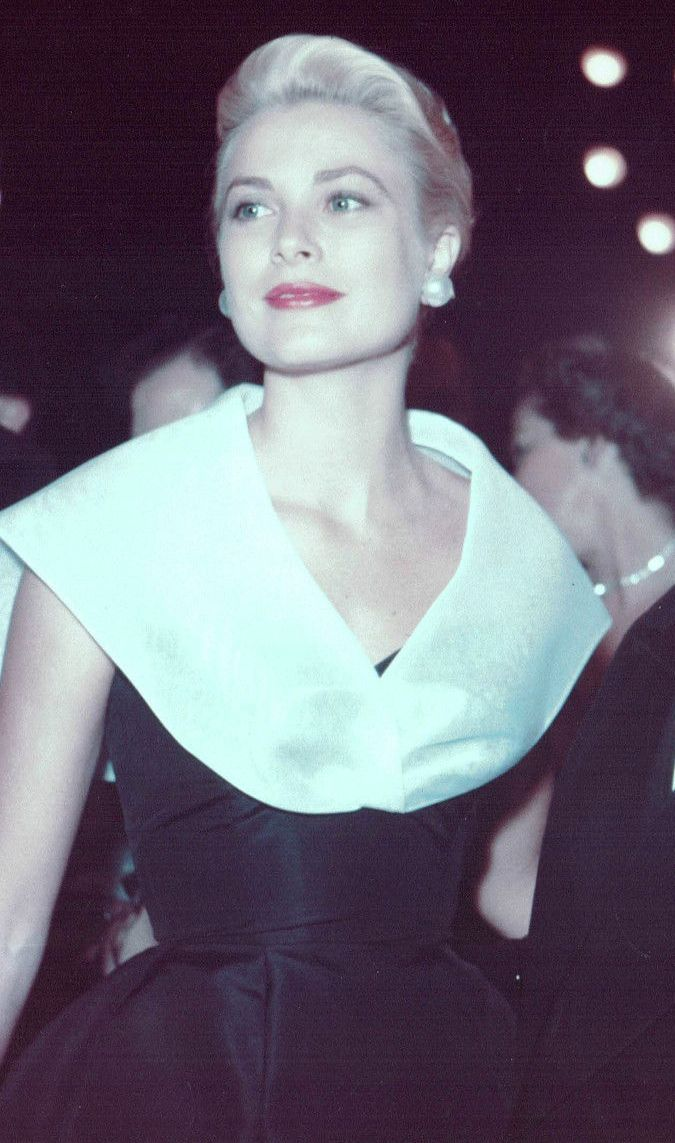 The beautiful Grace Kelly. Great actress.                                                                                                                                                     Más