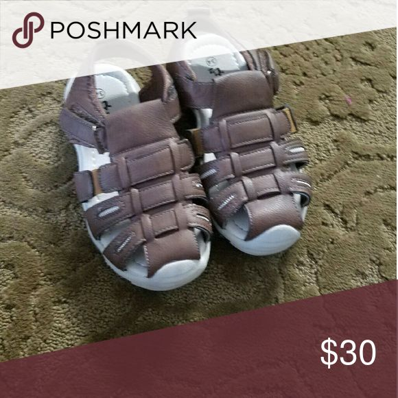 Boys sandal size 8 year Brand new from Pakistan never worn usa size can be 8 to 8 year old Shoes