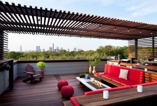La pergola design sur la terrasse de toit est la touche finale d'un espace particulier dans votre maison