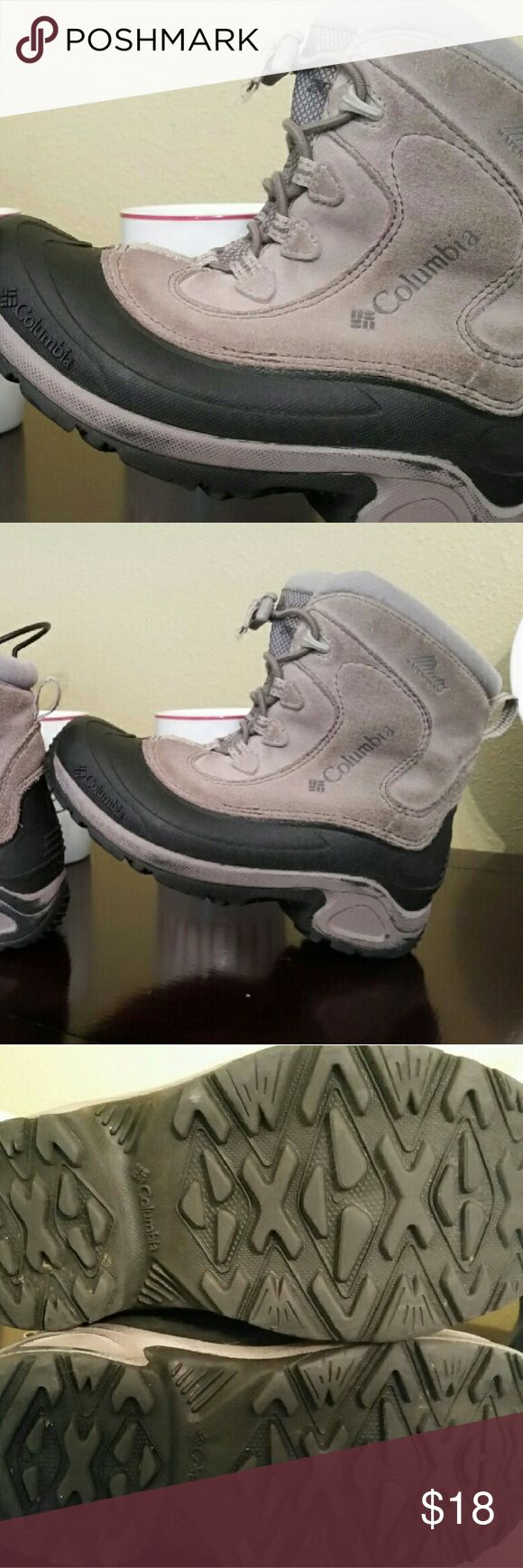 Columbia Sportswear Boys Bugaboo size 3 Leather uppers, waterproof, still has LOTS of life left Keep those cute toes of theirs safe and frost bite free with these! Columbia Shoes Boots