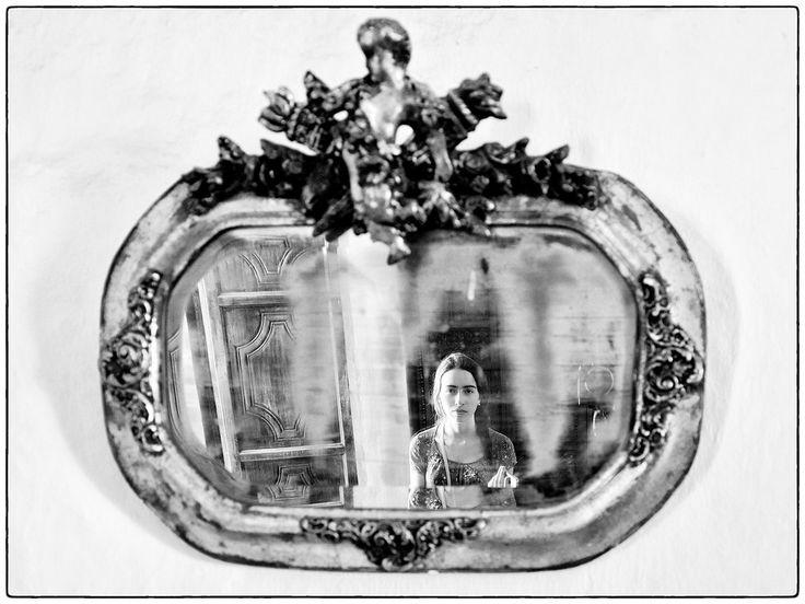 https://flic.kr/p/zpopcD | Fantasmas en El Paraiso | Refeljo de mi hija María Lucía en un espejo antiguo, en la Hacienda El Paraiso, Valle del Cauca, Colombia.