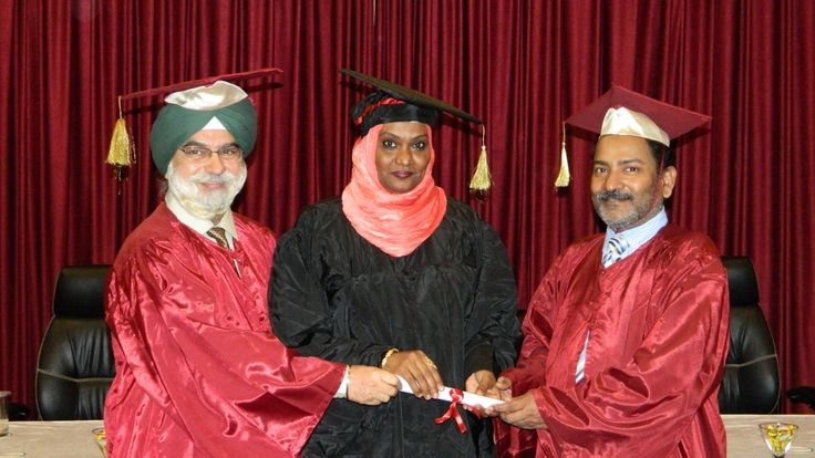 Dr. Amina Ahmed Mahgoub receiving certificate of Diploma in minimal access Surgery at World Laparoscopy Hospital. For more detail please log on to www.laparoscopyhospital.com