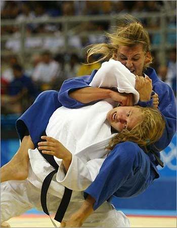 girls fighting hard