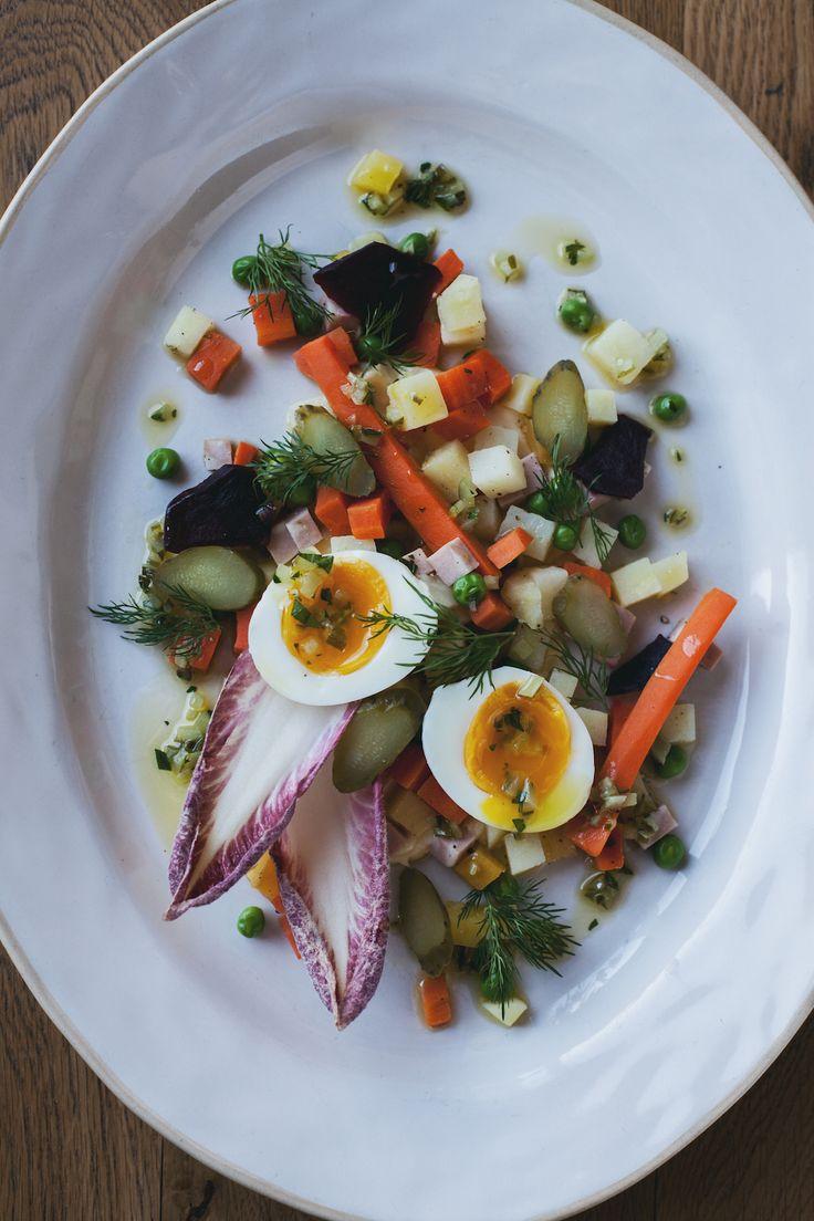Русский салат от Джейми Оливера вы можете попробовать в Jamie's Italian в Санкт-Петербурге. Скоро ведь Новый год, куда без короля новогоднего стола:) #food #yummy #jamie #oliver #jamies #italian #russian #salad