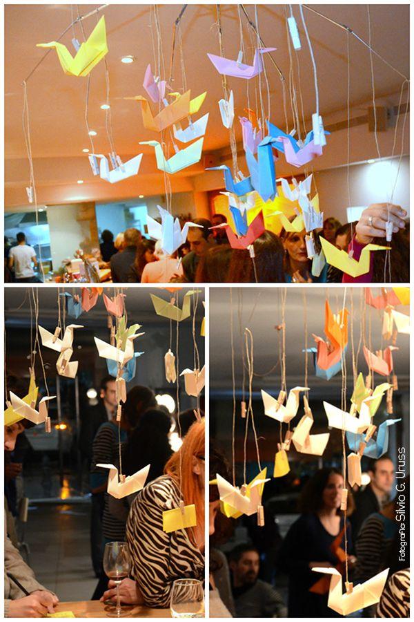 Móvil con pájaros de papel y paraguas | Aprender manualidades es facilisimo.com