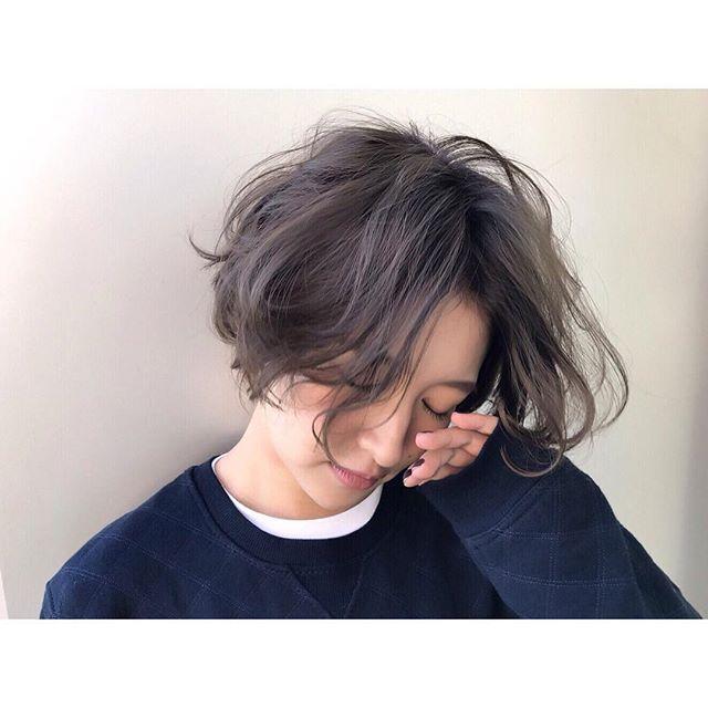 _ hair/make/camera #airaoyama _ #青山#ショートカット#ショートヘア#外国人風#抜け感#透明感#グレージュ#ブルージュ#アッシュ#くすみカラー#撮影#作品撮り#暗髪#メイク#サロンモデル#サロモ#メンズライク#ジェンダーレス#アンニュイ#スウェット#ナチュラル#hair#shorthair#style#camera#fashion#followme#makeup