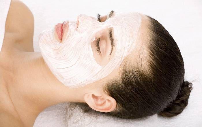 Cilt lekeleri için etkili bir maske : yoğurt ve karbonat maskesi