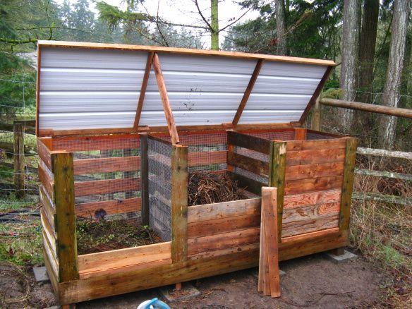 Compost Triple-Bin from repurposed pallets
