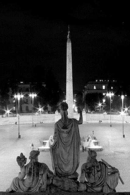 ローマの神々とピンチョの麓の噴水側のイタリア ローマ ポポロ広場